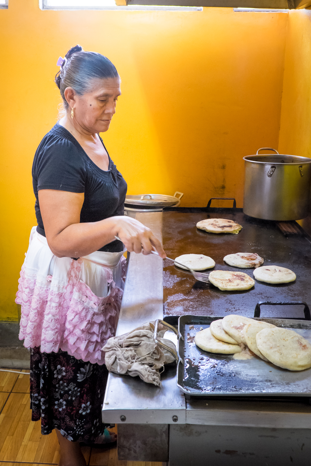 making pupusa suchitoto