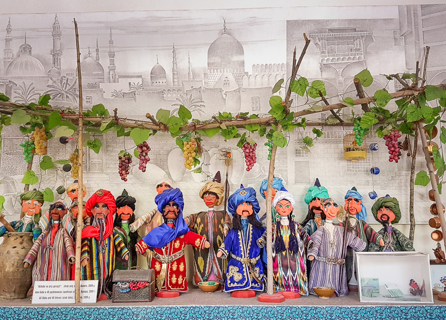 Ali Baba and the 40 thieves - puppets - Bukhara - Uzbekistan